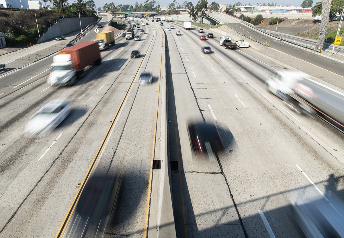 Big rig hits center divider, blocks traffic on 405 in Long Beach