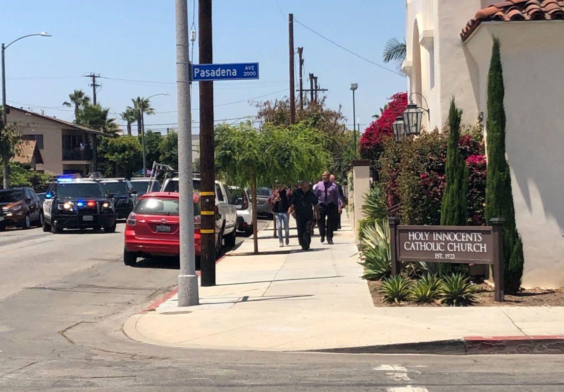 Police evacuated the building. Photo by Stephanie Rivera.