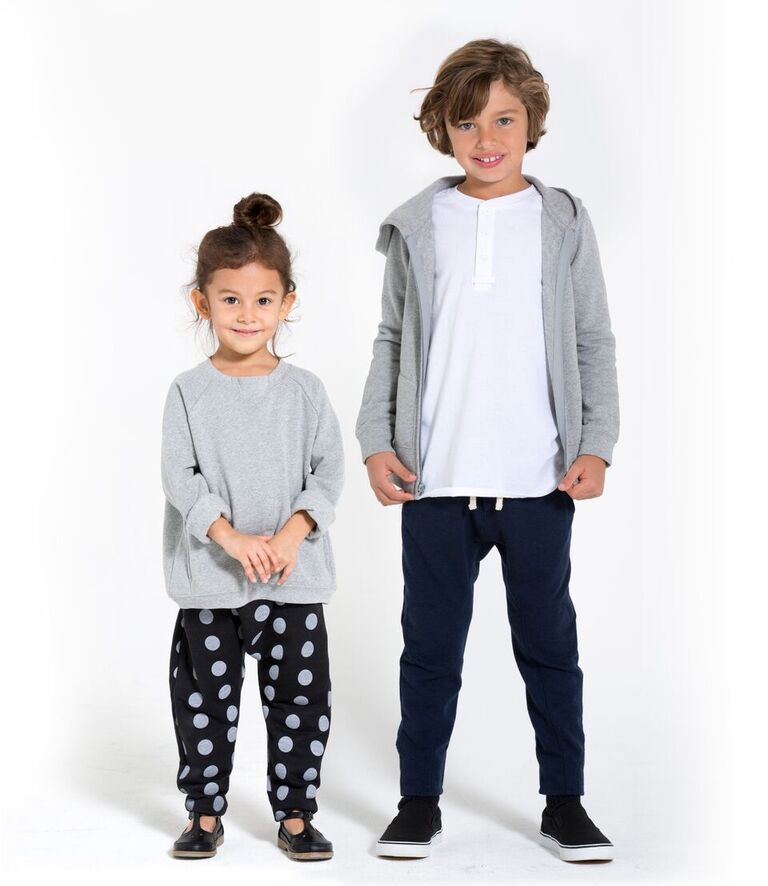 essential basic clothing for baby girls Fill her closet with basic clothing for baby girls. Combine them with the trendiest garments, or wear them on their own for an elegant look.