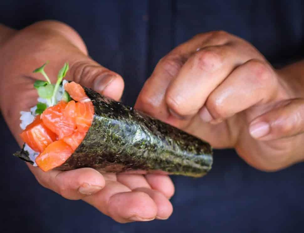 Roe's Chef Art Gonzalez creates a tuna hand roll. Photo by Brian Addison.