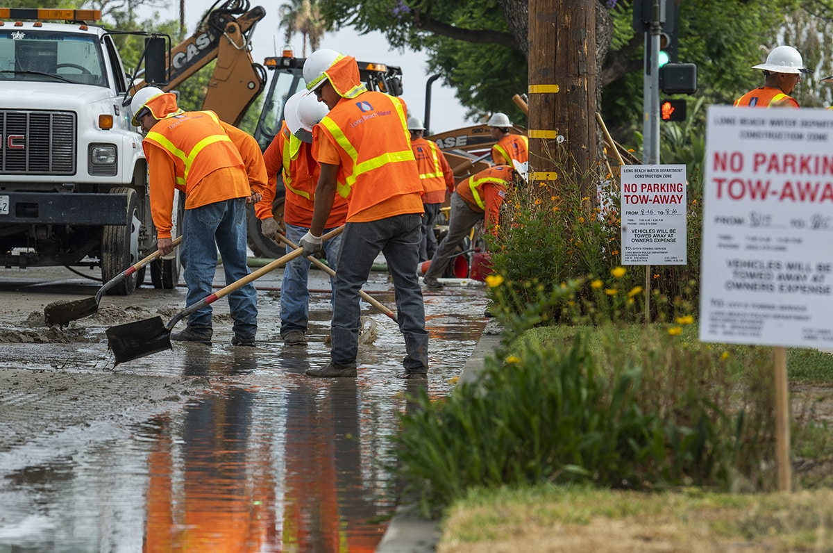 7de27c0fd0644 File photo of a water main break at Palo Verde Avenue and Metz Street in Long  Beach August 15, 2018. Photo by Thomas R Cordova.