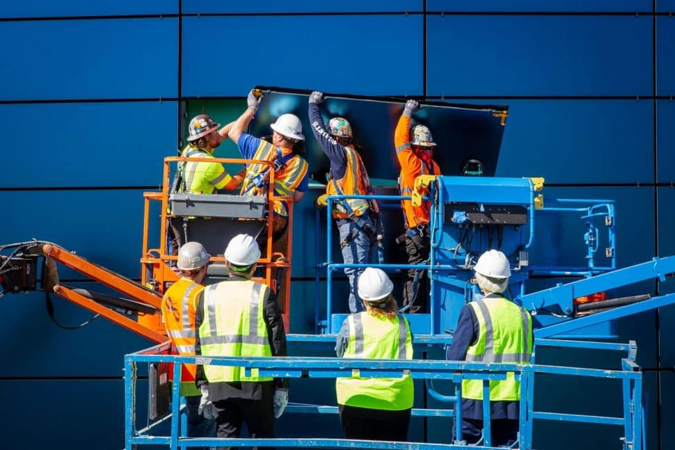 Crews install the last piece of glass on the exterior of the Aquarium of the Pacific's $53-million expansion. Photo courtesy Aquarium of the Pacific.