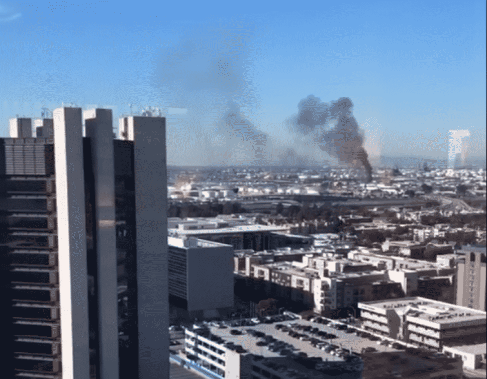 A fire, seen from Downtown, burned a building in West Long Beach Thursday around 1 p.m., sending smoke billowing into the air. Photo courtesy of Sydney Richardson.